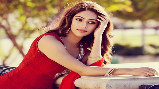 Anu Emmanuel flooded with offers in Telugu